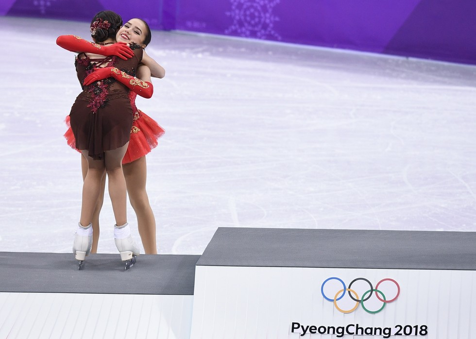 Evgenia Medvedeva and Alina Zagitova at the flower ceremony of the Olympic Games in Pyeongchang. Photo: © RIA Novosti / Alexander Vilf