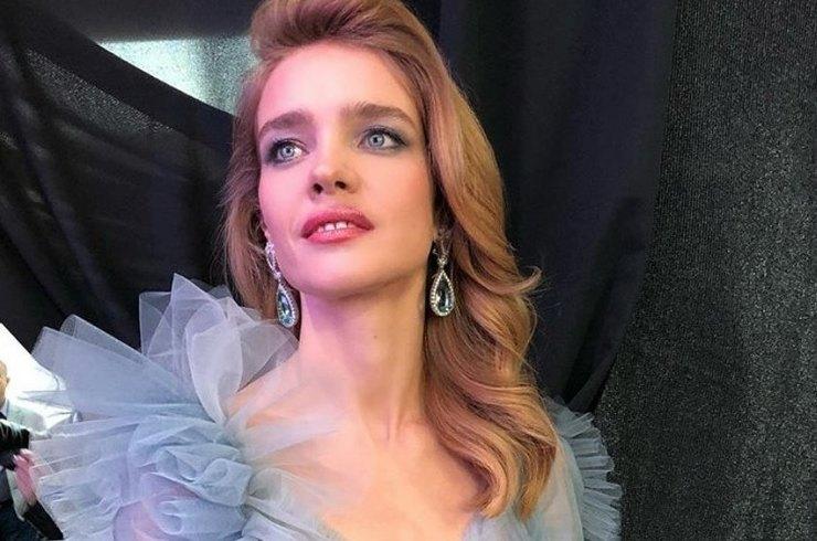 Natalya Vodyanova in a fabulous dress held an opera concert on Red Square