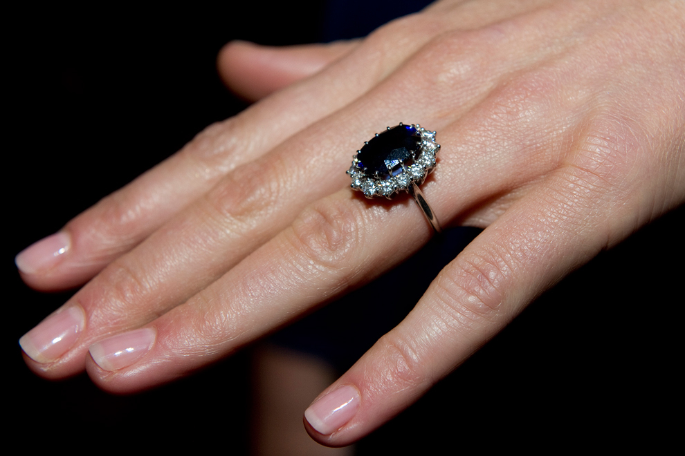 This ring with a big sapphire Ceylon is now known all over the world