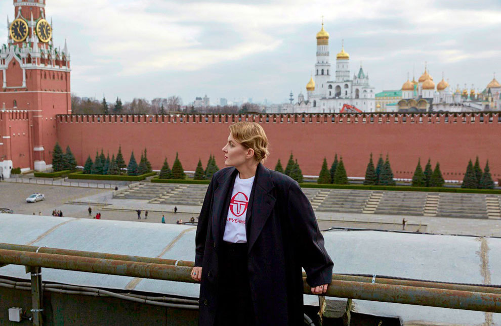 Рената Литвинова на крыше ГУМа. Фотограф Эрик Панов