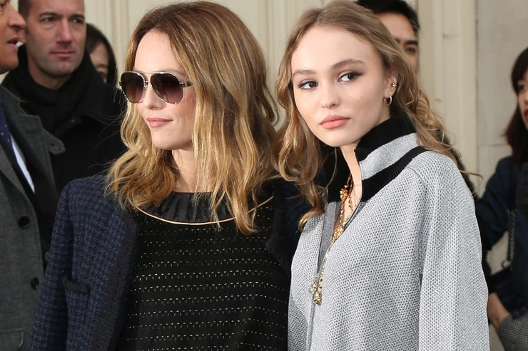 She takes lessons of style: Lily-Rose Depp in Paris with Vanessa Paradis