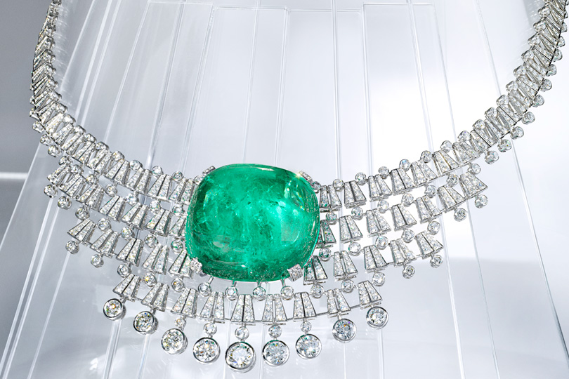 Necklace-transformer, turns with a tiara, with outstanding cut cabochon emerald weighing 140.2 carats