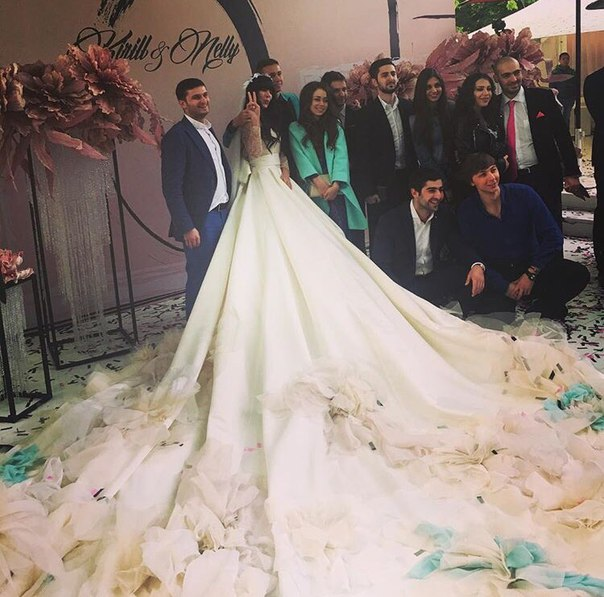 Wedding Dress With Longest Train Resembles Polina Gagarina