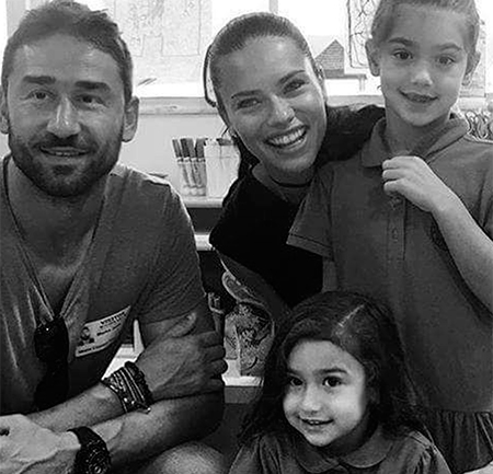 Адриана Лима и Марко Ярич с дочерьми