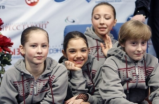 The students of Eteri Tutberidze, among whom are Yulia Lipnitskaya and Evgenia Medvedeva. Photo: © Social networks