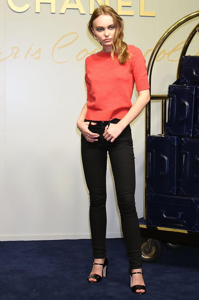 Лили-Роуз Депп после показа Chanel Métiers d'Art в Токио