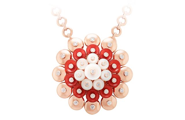 Bouton d'or pendant close-up