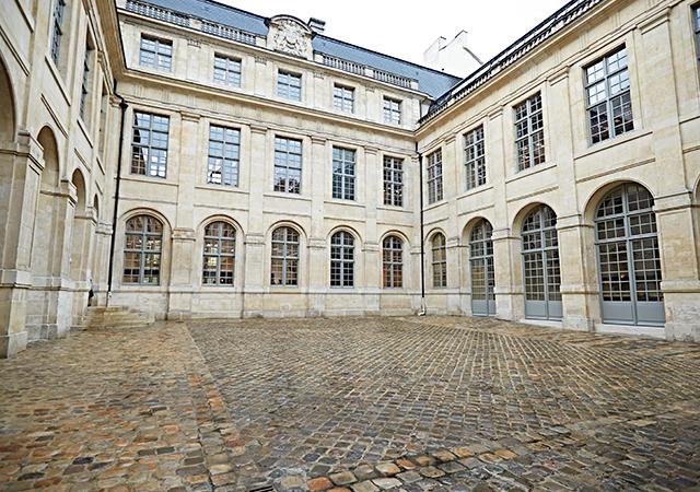 Céline Paris headoffice —courtyard