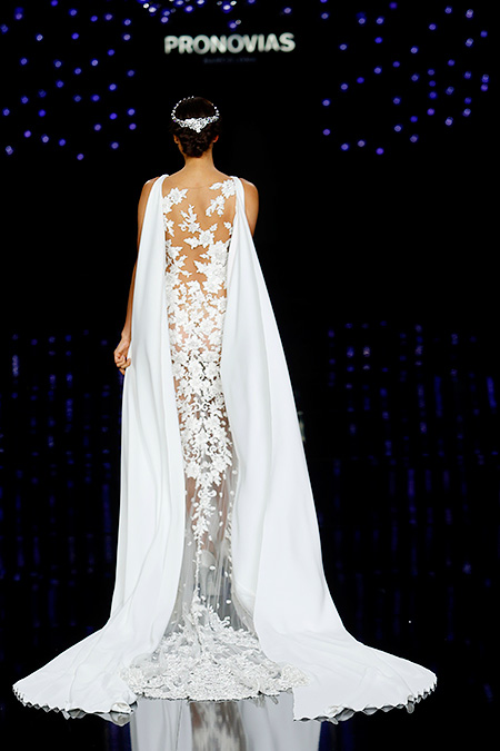 Kate Grigorieva And Irina Shayk Tried On A Wedding Dresses
