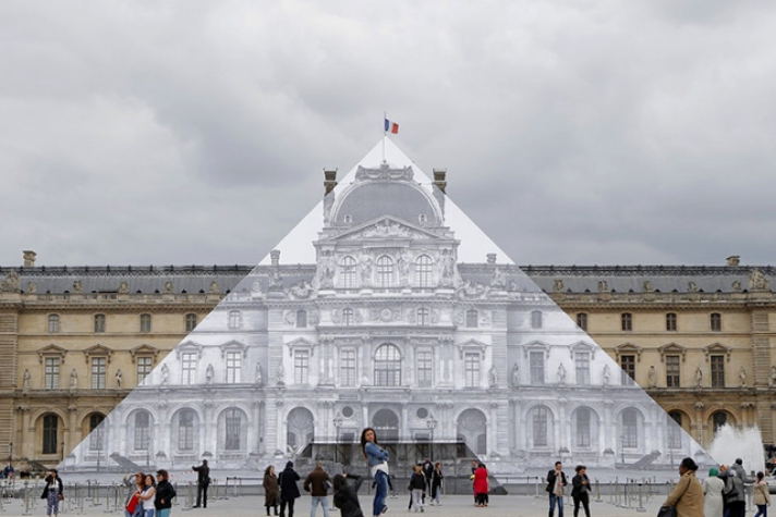 The Louvre pyramid disappears! See how it was done