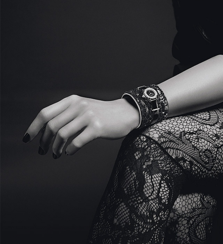 Chanel J12-XS: The new covetable miniature timepiece collection to have
